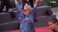 Sorrisi e tacchi vertiginosi per Meryl Streep sul red carpet