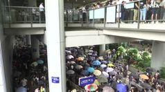 Hong Kong, i manifestanti puntano l'aeroporto