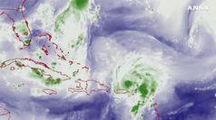 Uragano Dorian si rafforza e punta sulle Bahamas