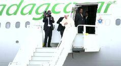 Concluso il viaggio in Africa, il Papa riparte per Roma
