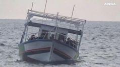Lampedusa, sbarcano 75 migranti tra cui un bambino nato durante il viaggio