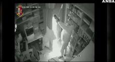 Firenze, entrano in farmacia e rubano 10.500 euro: due arresti