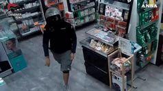 Roma, armato di pistola rapina una farmacia: arrestato