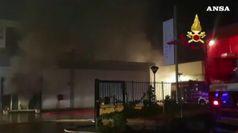 Incendio devasta capannone Mondo Camerette a Sassari