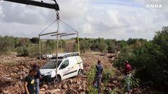 Maltempo in Sicilia, recuperate auto cadute in una voragine a Ispica