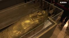 Egitto, in mostra un sarcofago d'oro recuperato dagli Usa