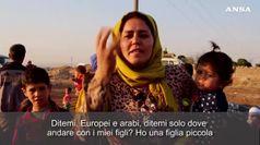 Bombardamenti sulla Siria, famiglie sfollate si accampano fuori da Kobane