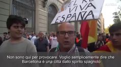 Catalogna, in strada con il cartello 'Viva il Re': contestato