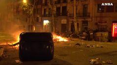Barcellona devastata dopo le proteste durate fino a notte