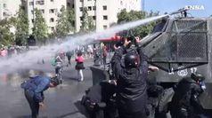 Cile, aumento delle tariffe bloccato ma continuano le proteste