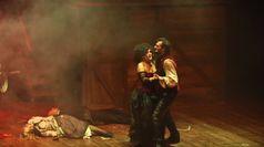 In scena il musical di Sweeney Todd, Insegno: