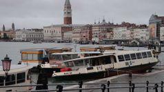 Venezia in tilt e gravi danni per la marea record