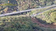 Crollo viadotto, le immagini dall'elicottero della Guardia di Finanza