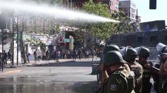 Cile, terza settimana di scontri: Pinera annuncia misure per la sicurezza