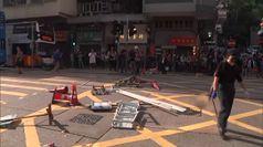 Hong Kong: poliziotto spara a un manifestante