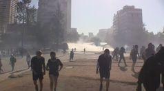 Cile, le proteste non si fermano: scontri a Santiago