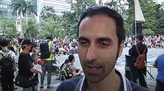 Hong Kong, un cantante italiano da' voce alle proteste