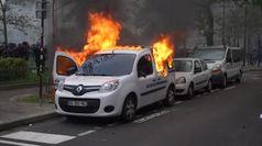 Parigi nel caos per l'anniversario dei Gilet Gialli
