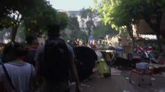 Hong Kong, scontri violenti all'Universita': camion in fiamme