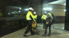 Hong Kong, barelle e soccorritori dopo gli scontri al PolyU