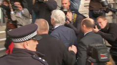 La Svezia rinuncia a indagine per stupro contro Assange