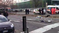 Milano, scontro tra filobus e camion dei rifiuti: una passeggera in coma