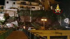 Crolla muro collina a Montelupo, auto distrutte e famiglie evacuate