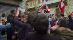 Rose in pugno e bandiere libanesi: donne marciano per unita' del Paese