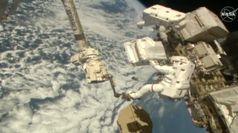 Nasa, gli astronauti all'esterno della stazione spaziale per una riparazione