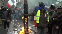 Parigi nel caos, black bloc irrompono al corteo contro la riforma delle penzioni