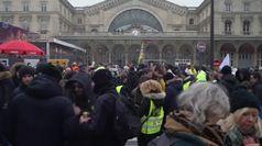 Francia paralizzata, scontri a Parigi con i black bloc