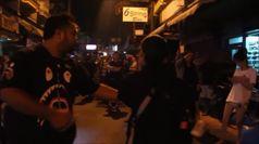 Thailandia, hotel in fiamme: i turisti scappano