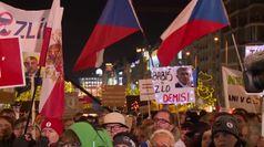 Praga, in migliaia manifestano contro il premier Babis