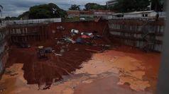 Brasilia, gigantesca frana inghiotte auto: nessun ferito