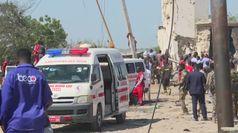 Camion-bomba fa strage a Mogadiscio, decine di morti