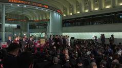 Tokyo, applausi alla cerimonia di chiusura dell'anno della Borsa
