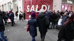 Saldi, a Napoli le vie dello shopping affollate di turisti