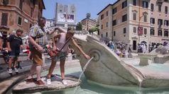 Fontana di Trevi, barriere e presidio contro il degrado