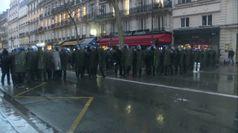 Pensioni, scontri a Parigi: 16 poliziotti feriti