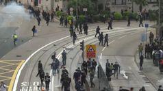 Hong Kong, poliziotti feriti negli scontri con i manifestanti