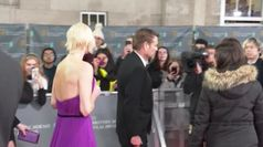 Bafta, le star sfilano sul red carpet tra selfie e autografi