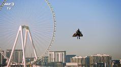 Dubai, l'emozionante volo tra i grattacieli dell'ex pilota