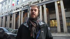 Azione Greenpeace contro Intesa Sanpaolo a Milano