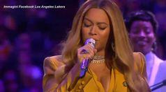Beyonce' canta per Kobe e per la figlia Gianna