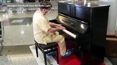 Coronavirus, il medico pianista suona i Queen dopo il turno nel reparto Covid