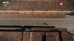 Coronavirus, il drone vola sopra Firenze deserta