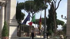 Coronavirus, bandiere a mezz'asta in tutta Italia per ricordare le vittime