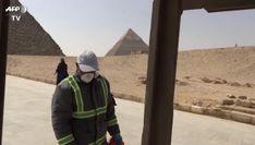 Coronavirus, l'Egitto disinfetta le piramidi di Giza