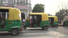 Coronavirus, le strade Nuova Delhi prima e dopo il