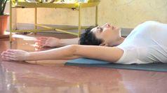 Coronavirus, tutorial yoga: 2 minuti per tenersi in forma